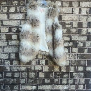 Skies are blue faux fur vest size small